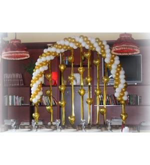 Витая арка из шаров с декором