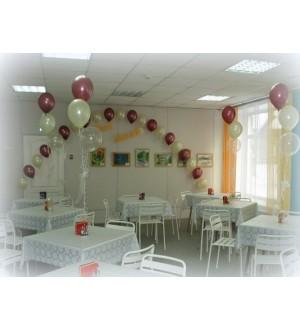 Арка из шаров с гелием и фонтаны на стол гостей