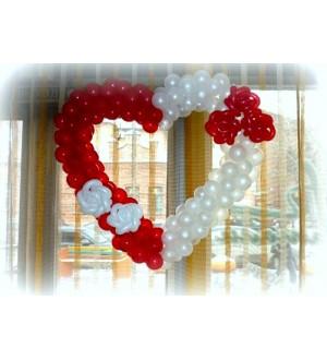 Сердце из шаров с дополнительным декором