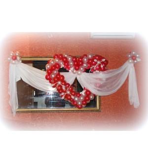 Сердце на свадьбу из шаров и текстиля