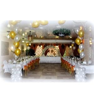 Арка с декором и фольгированные шары